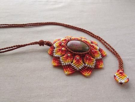 """Кулон: """"Огненный цветок"""" с унакитом макраме плетеный ручной работы на заказ"""