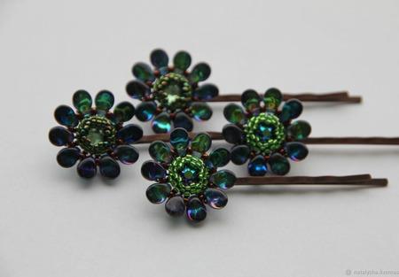 Заколка-невидимка для волос с кристаллом Swarovski (зелёная) ручной работы на заказ