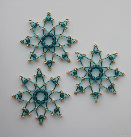 Звёздочки-снежинки из бусин и стекляруса цвета капри (3 шт.) ручной работы на заказ