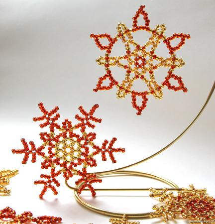 Золотисто-рыжие снежинки из бисера ручной работы на заказ