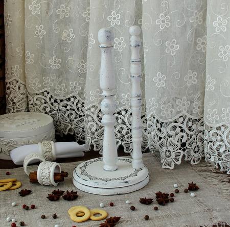 """Подставка для рулонных полотенец """"Парижская история"""" ручной работы на заказ"""