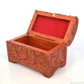 Маленькая деревянная шкатулка-сундучок для украшений
