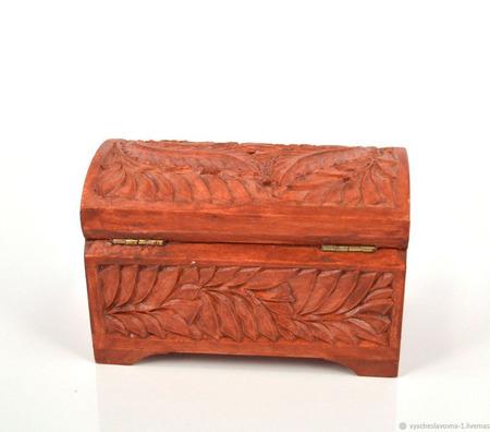 Маленькая деревянная шкатулка-сундучок для украшений ручной работы на заказ