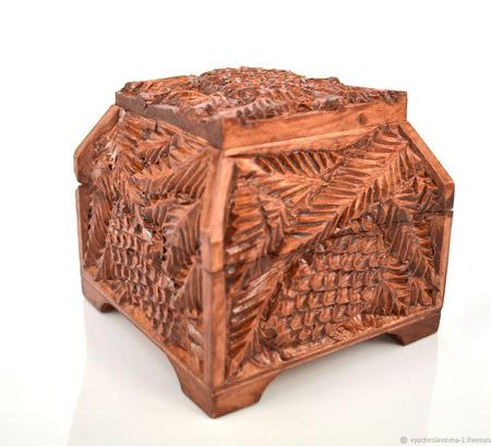 Деревянный резной ларец ручной работы на заказ