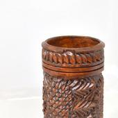 Деревянная резная карандашница с шишками