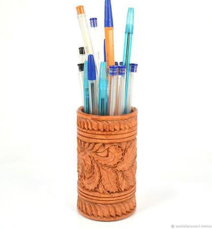 Деревянная резная карандашница ручной работы на заказ