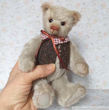 Мишка Тедди в жилете ручной работы на заказ