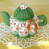 """Текстильный чайник """"Розы и зелёный горошек"""""""