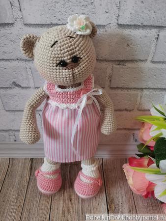 Вязаная игрушка мишка в платье и туфельках ручной работы на заказ