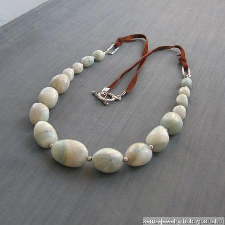 """Ожерелье """"Clearing sky"""" из кальцита на замшевом шнуре ручной работы на заказ"""