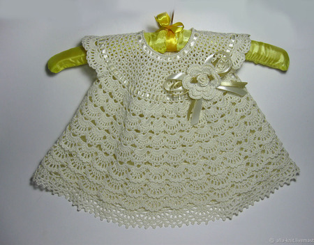 Вязаный комплект для малышки на выписку или крестины ручной работы на заказ