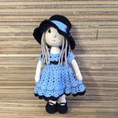 Кукла в шляпке амигуруми