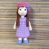 Кукла в шапочке амигуруми
