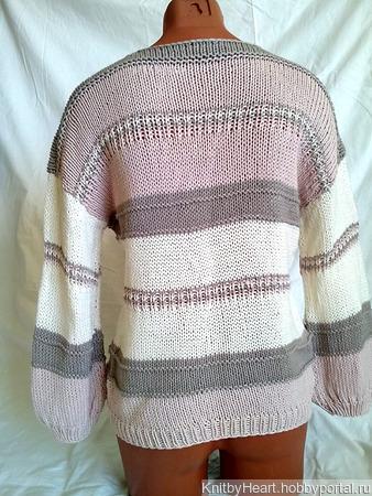 Вязаный свитер с глубоким вырезом в Москве ручной работы на заказ