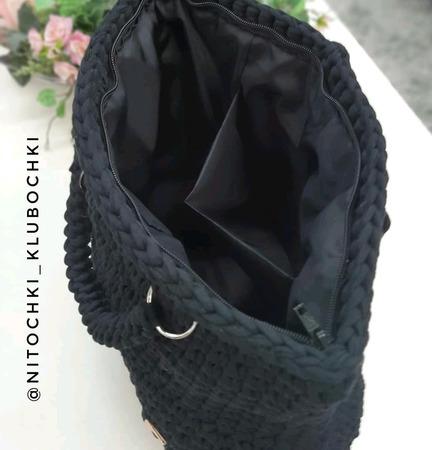 Сумка чёрного цвета из трикотажной пряжи на молнии ручной работы на заказ