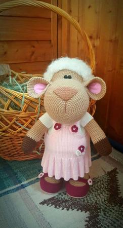 Вязаная овечка амигуруми ручной работы на заказ