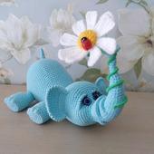 Слоник с ромашкой