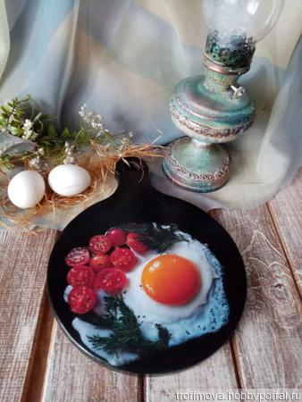 """Кухонная досточка """"Яичница с овощами"""" ручной работы на заказ"""