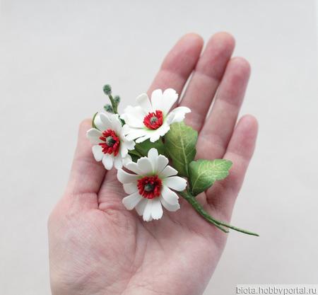 Брошь букетик белых цветов из фоамирана ручной работы на заказ
