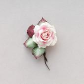 Розочка брошь небольшая белая с бордовым