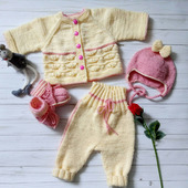 Детский комплект вязаной одежды