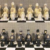 Набор шахмат со складной доской