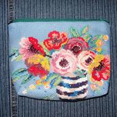 Косметичка с вышивкой «Цветочное великолепие»