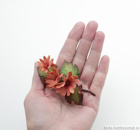 Брошка светло-терракотовая веточка с цветами из фоамирана ручной работы на заказ