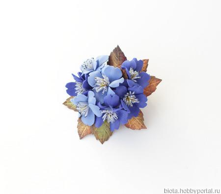 Брошь синяя круглая с цветами из фоамирана ручной работы на заказ