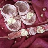 Пинетки и повязка на голову для малышки