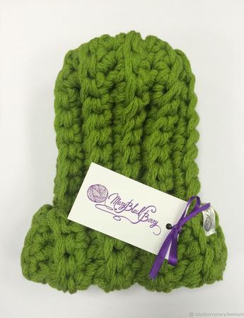 Ярко-зеленая шапочка из очень толстой пряжи ручной работы на заказ