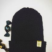 Черная шапка-бини с подворотом