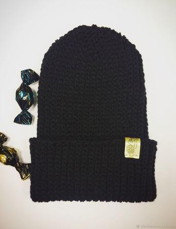 Черная шапка-бини с подворотом ручной работы на заказ