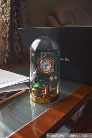 """Часы стимпанк с подсветкой """"Электромеханика"""" ручной работы на заказ"""