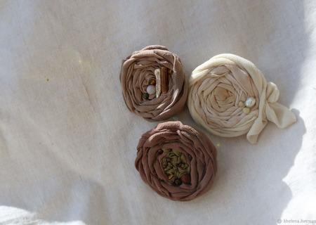 Брошь из шелка «Старый сад. Чайная роза» ручной работы на заказ