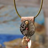 Кулон с циферблатом «Змей над площадью часов»