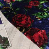 """Велюр муаровый стрейч """"Розы красные на темно-синем"""""""
