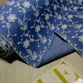 """Тонкая джинсовая ткань темно-синяя """"Цветы вензель белый"""""""