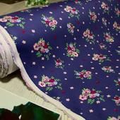 """Коттон-сатин /""""Мелкий цветок розовый на темно-синем"""""""
