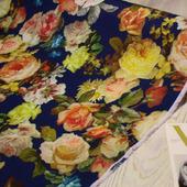 """Плательная ткань супер-софт """"Розы цветные на темно-синем"""""""