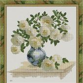 """Авторская схема вышивки крестом """"Белые шиповые розы в вазе"""""""