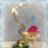 Топиарий новогодний с елочной игрушкой