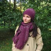 Молодёжный комплект: вязаная шапка бини и длинный шарф винного цвета