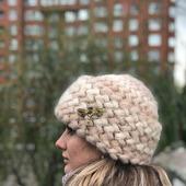 Вязаная шапка из кид-мохера зимняя женская шапка с отворотом
