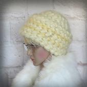 Вязаная женская зимняя шапка с широким отворотом из мохера