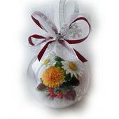 Новогодний шар с цветами и ягодами из полимерной глины