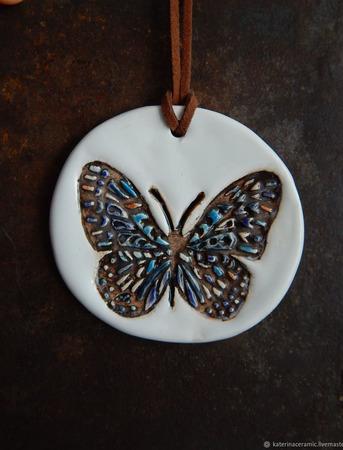 """Керамический кулон """"Бабочка на белом"""" ручной работы на заказ"""