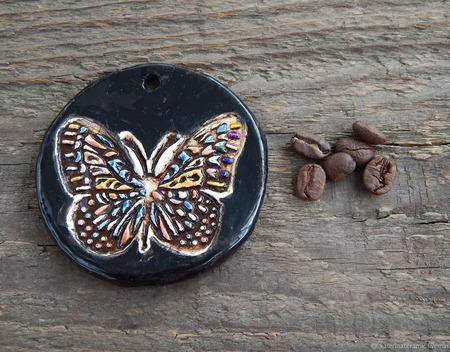 """Керамический кулон """"Бабочка на черном"""" ручной работы на заказ"""