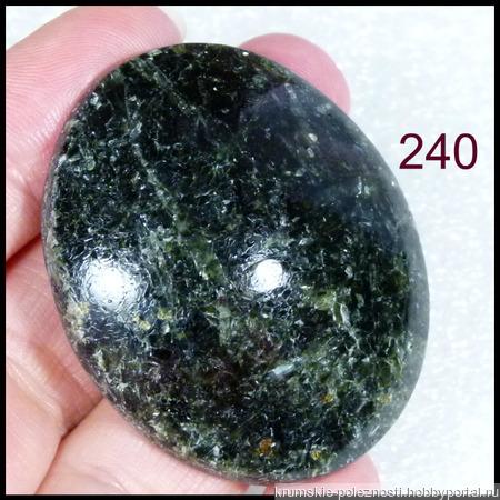 Актинолит - натуральный камень (47 х 39 х 11 мм) ручной работы на заказ