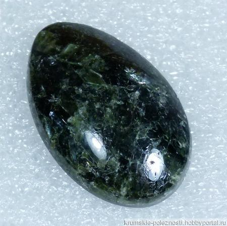Актинолит - натуральный камень ручной работы на заказ
